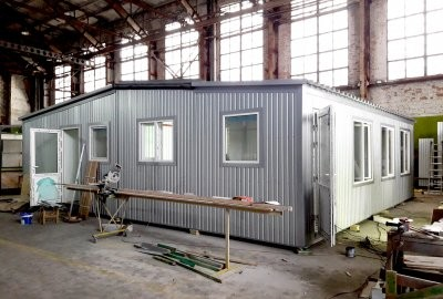 The production process of a modular office in a workshop. AV-modul